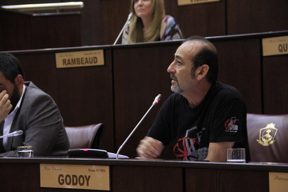 """Raúl Godoy: """"Hace falta una gran lucha provincial contra los despidos en YPF"""""""