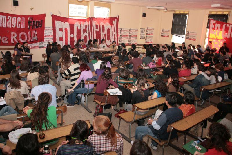 [Imagen: Mas_de_200_estudiantes_en_el_plenario_de..._-_UBA.jpg]